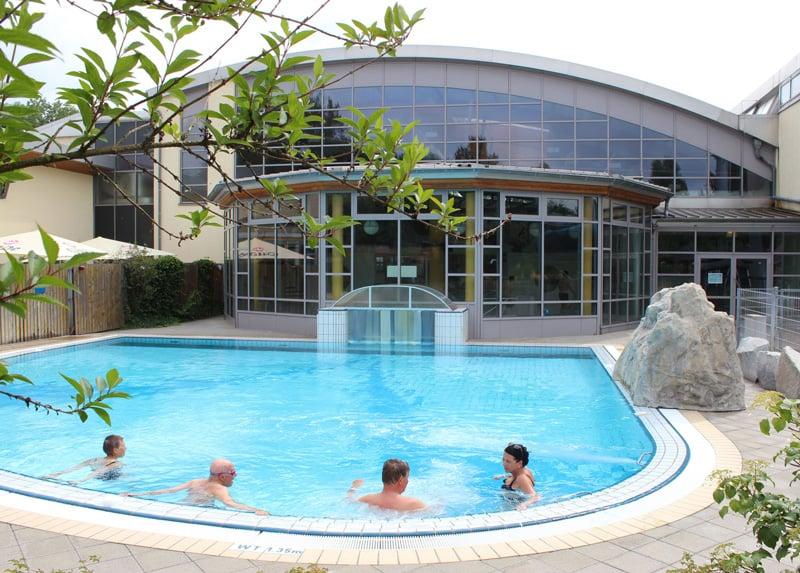 sole-Außenbecken_aquaLaatzium-Schwimmbad-Hannover